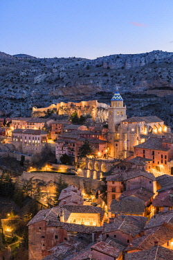 CLKAC86686 Albarracin town at dusk. Albarracin, Teruel, Aragon, Spain