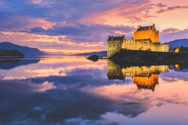 CLKFV85713 Eilean Donan Castle, Loch Duich, Kyle of Lochalsh, Highland, Scotland, UK