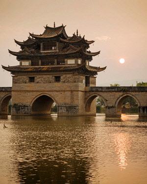 CH11577AW Twin Dragon Bridge at sunset, Jianshui, Yunnan Province, China