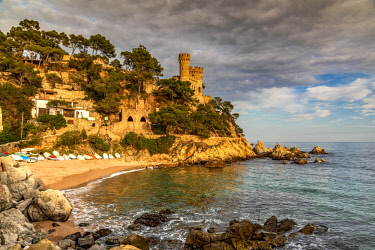 SPA7870AW Sa Caleta beach with Castillo d'en Plaja castle in the background, Lloret de Mar, Costa Brava, Catalonia, Spain