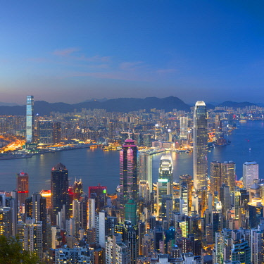 CH11599AW Skyline of Hong Kong Island and Kowloon from Victoria Peak at dusk,Hong Kong