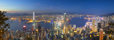 CH11601AW Skyline of Hong Kong Island and Kowloon from Victoria Peak at dusk, Hong Kong Island, Hong Kong