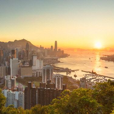 CH11606AW Skyline of Hong Kong Island and Kowloon at sunset, Hong Kong