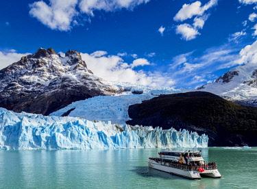 ARG2750AW Cruise Ship in front of the Spegazzini Glacier, Los Glaciares National Park, Santa Cruz Province, Patagonia, Argentina
