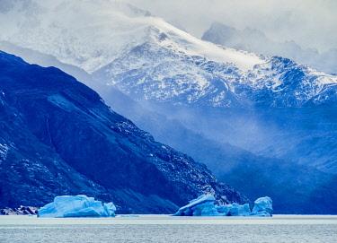 ARG2757AW Icebergs on Lake Argentino, Los Glaciares National Park, Santa Cruz Province, Patagonia, Argentina