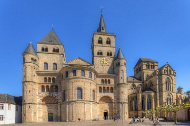 GER10870AWRF St. Peters Cathedral with Liebfrauenkirche, UNESCO World Heritage Site, Trier, Rhineland-Palatinate, Germany