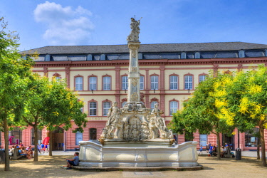 GER10790AW St. Georges fountain at Kornmarkt,  Trier, Rhineland-Palatinate, Germany