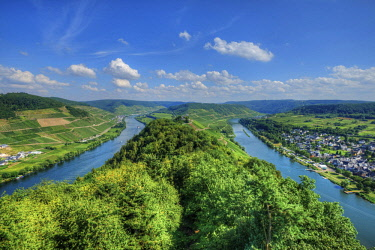 GER10796AW River Mosel with Pünderich, former cloister Marienburg and Zell, Rhineland-Palatinate, Germany