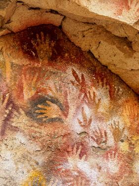 ARG3082AWRF Cueva de las Manos, UNESCO World Heritage Site, Rio Pinturas Canyon, Santa Cruz Province, Patagonia, Argentina