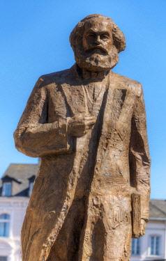 GER10838AW Karl Marx statue of chinese artist Wu Weishan, Trier, Rhineland-Palatinate, Germany