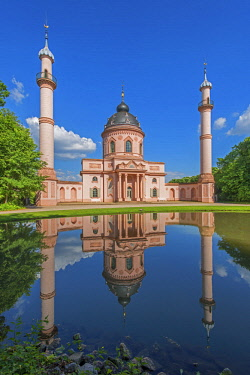 GER10853AW Red mosque at the garden of Schwetzingen castle, Schwetzingen, Baden-Württemberg, Germany