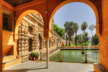 SPA7976AW View at the Mercury Pond of the Real Alcazar, UNESCO World Heritage Site, Sevilla, Andalusia, Spain