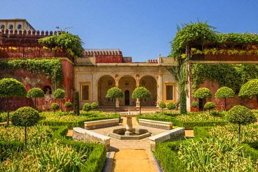 SPA7987AW Garden of the Patio of Casa de Pilatos, Svilla, Andalusia, Spain