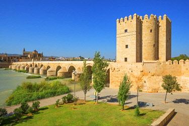 SPA8006AW The Roman bridge of Cordoba With Mezquita and  River Gaudalquivir,  Torre de la Calahorra, UNESCO World Heritage Site, Cordoba, Andalusia, Spain