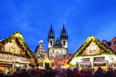 CZE1846 Europe, Czech Republic, Prague, Historic Old Town Center, Unesco World Heritage Site, Christmas market in Old Town Square, Church of Our Lady Before Tyn