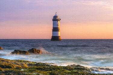 UK661RF UK, Wales, Anglesey, Penmon, Black Point, Trwyn Du Lighthouse (Penmon Lighthouse)