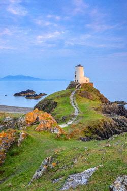 UK666RF UK, Wales, Anglesey, Llanddwyn Island, Menai Strait, Twr Mawr lighthouse