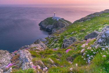 UK667RF UK, Wales, Anglesey, Holy Island, South Stack Lighthouse