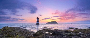 UK06192 UK, Wales, Anglesey, Penmon, Black Point, Trwyn Du Lighthouse (Penmon Lighthouse) at sunrise