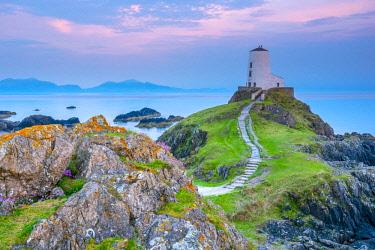 UK06200 UK, Wales, Anglesey, Llanddwyn Island, Menai Strait, Twr Mawr lighthouse