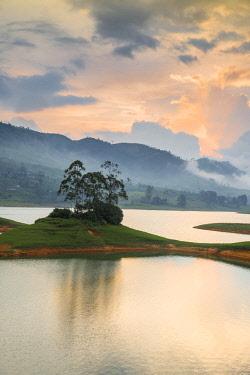 SL01203 Sri Lanka, Hatton, Castlereagh Lake