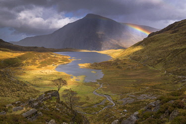 WAL7624AW Rainbow passing over Cwm Idwal in the mountains of Snowdonia National Park, North Wales. Autumn (September) 2017.