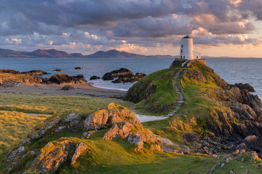 WAL7627AW Twr Mawr ligthouse on Llanddwyn Island at sunset, Anglesey, North Wales. Autumn (September) 2017.