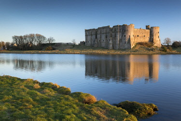 WAL7619AW The magnificent ruins of Carew Castle bathed in evening sunshine, Carew, Pembrokeshire, Wales. Spring (March) 2018.