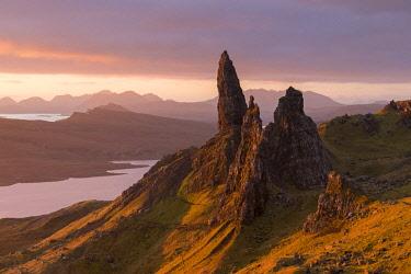 SCO35266AW Sunrise over the Old Man of Storr on the Isle of Skye, Scotland. Autumn (November) 2017.