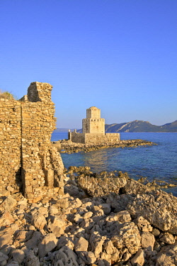 GR06500 The Castle at Methoni, Messinia, The Peloponnese, Greece, Southern Europe