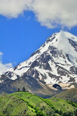 GEO0355AWRF Mount Kazbek (5047m), the third-highest peak in Georgia, bordering Russia, with the Gergeti Trinity Church on its slopes. Khevi-Kazbegi region. Georgia, Caucasus