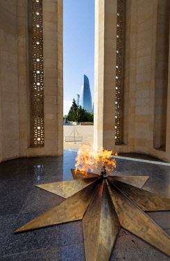 AZE0097AW The Eternal Flame. Martyrs' Alley. Sahidlar Xiyabani, a monument dedicated to those killed by the Soviet Army during the Black January (1990) and during the Nagorno-Karabakh war (1990s). Baku, Azerbai...