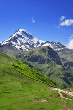 GEO0313AW Mount Kazbek (5047m), the third-highest peak in Georgia, bordering Russia. Khevi-Kazbegi region. Georgia, Caucasus