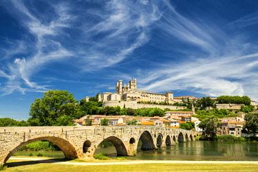 FRA10396AW St. Nazaire & Pont Vieux, Beziers, Occitanie, France