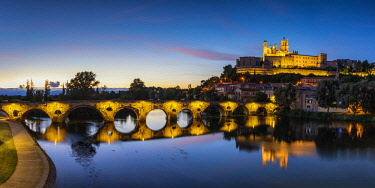 FRA10398AW St. Nazaire & Pont Vieux at Night, Beziers, Occitanie, France
