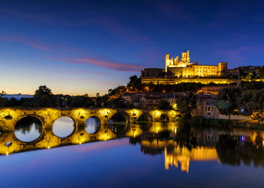 FRA10399AW St. Nazaire & Pont Vieux at Night, Beziers, Occitanie, France