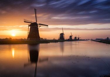 NLD0842AW Kinderdijk at Sunrise, Holland, Netherlands