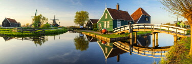 NLD0849AW Traditional Farm Houses, Zaanse Schans, Holland, Netherlands
