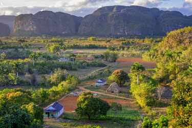 HMS3048743 Cuba, Pinar del Rio province, Vinales, Vinales national park, Vinales valley, a UNESCO World Heritage site, dotted with mogotes or limestone outcrops