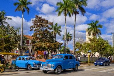 HMS3048745 Cuba, Pinar del Rio province, Vinales, Vinales national park, Vinales valley, a UNESCO World Heritage site, old american cars, church square