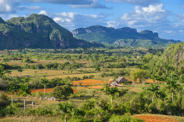 HMS3048758 Cuba, Pinar del Rio province, Vinales, Vinales national park, Vinales valley, a UNESCO World Heritage site, dotted with mogotes or limestone outcrops