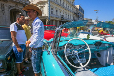 HMS3116123 Cuba, Havana, Habana Vieja district (UNESCO World Heritage site), Paseo de Marti or Prado, avenue lined with elegant mansions connecting the Malecon to the Capitol, old American cars parked in front o...