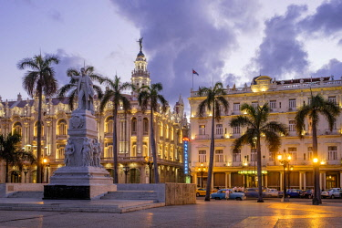 HMS3116160 Cuba, Havana, Habana Vieja district (UNESCO World Heritage site), Paseo de Marti or Prado, avenue lined with elegant mansions connecting the Malecon to the Capitol, the Parque Central, the Great Theat...