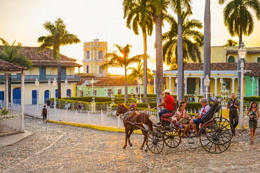 HMS3119046 Cuba, Sancti Spiritus province, Trinidad, historic centre with colonial architecture (UNESCO World Heritage site), Plaza Mayor at sunset
