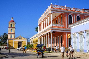 HMS3119972 Cuba, Villa Clara province, colonial city of Remedios founded in the 16th century, Plaza Mayor, Camino del Principe boutique hotel and Nuestra Senora del Buen Viaje church in the background