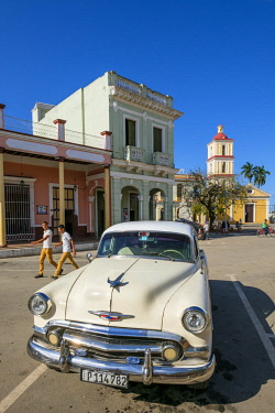 HMS3119973 Cuba, Villa Clara province, colonial city of Remedios founded in the 16th century, old american car of the 50's, Plaza Mayor