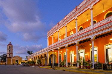 HMS3119990 Cuba, Villa Clara province, colonial city of Remedios founded in the 16th century, Plaza Mayor, Camino del Principe boutique hotel and Nuestra Senora del Buen Viaje church in the background