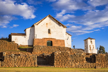 HMS2356755 Peru, Cusco Province, Incas Sacred Valley, Chinchero, the Spanish village built on the remains of Inca terraces and the 16th century church