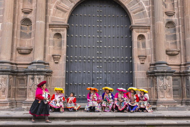 HMS2356797 Peru, Cusco Province, Cusco, listed as World Heritage by UNESCO, women with traditional dress in front of Santo Domingo chuch