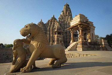 HMS3138875 India, Madhya Pradesh State, Khajuraho, Mahadeva Temple and Kandariya-Mahadeva Temple, the monument complex of Khajuraho is listed as World Heritage by UNESCO
